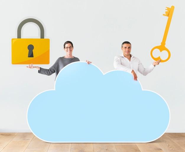 Люди, знающие облако и безопасность Premium Фотографии