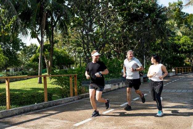 People jogging at park Free Photo