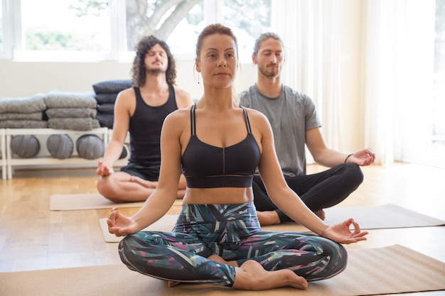 People meditating and holding hands in mudra gesture in class Free Photo