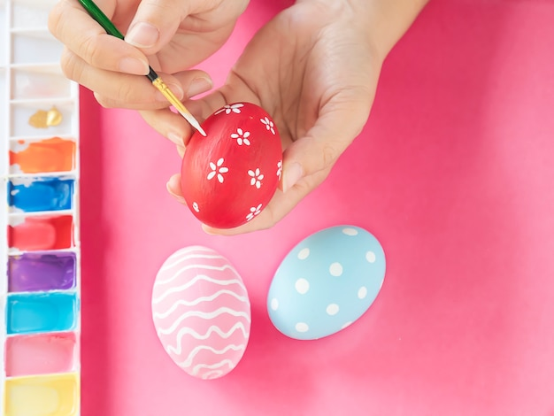 People painting colorful easter eggs - easter holiday celebration concept Free Photo