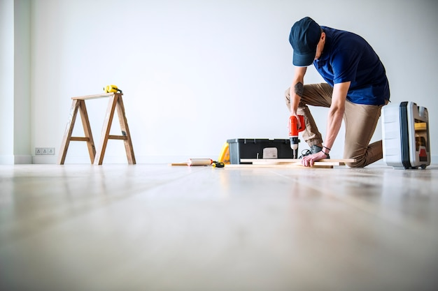 People renovating the house concept Free Photo