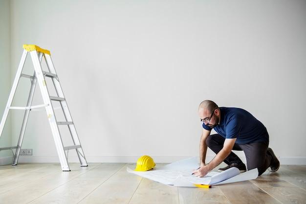 People renovating the house concept Premium Photo