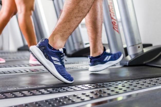 People running on the treadmill Free Photo