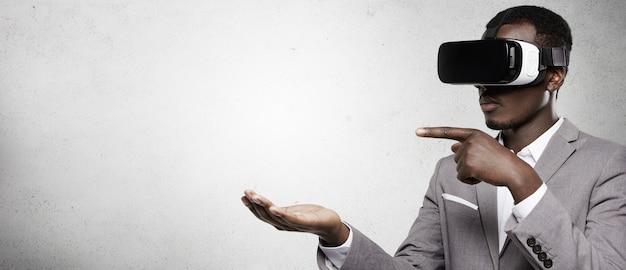 Persone, tecnologia, giochi e concetto di innovazione. Foto Gratuite