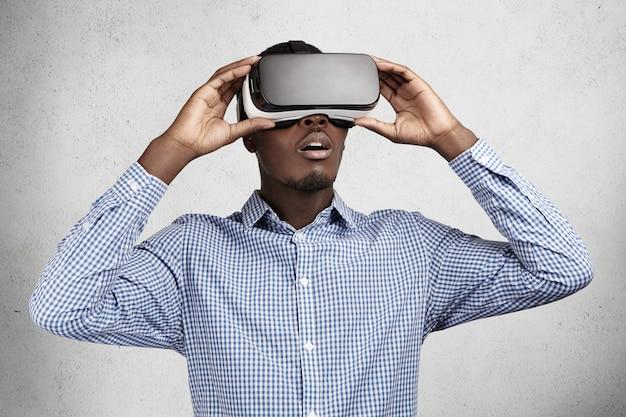 Persone, tecnologia, innovazione e concetto di gioco. Foto Gratuite