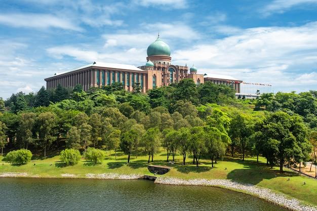 The perdana putra , putrajaya , malaysia Premium Photo