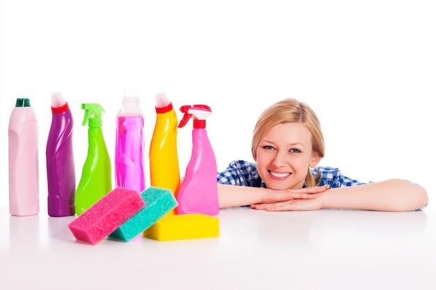 Идеальная домохозяйка с уборочным оборудованием Бесплатные Фотографии