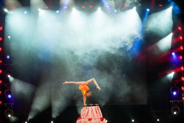 Performances beautiful girls gymnasts in the circus Premium Photo