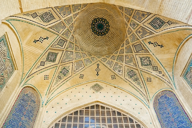 Persian dome ceiling brick and mosaic tiles pattern Premium Photo
