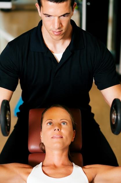 Personal trainer in gym Premium Photo