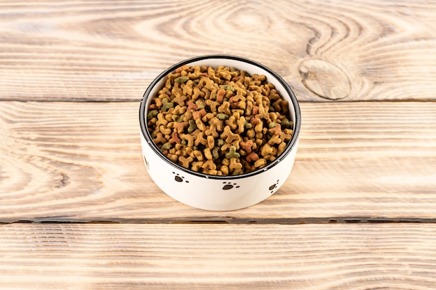 Pet food in a bowl on a wooden table Premium Photo