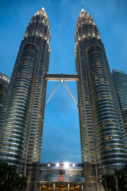 Petronas twin towers in kuala lumpur Premium Photo