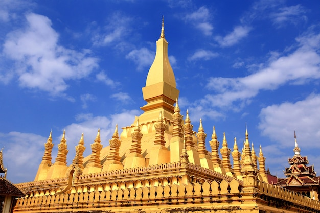 Pha that luang is a gold covered large buddhist stupa in the center of vientiane, laos. Premium Photo