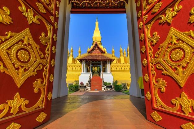 Pha that luang金仏教仏塔、ビエンチャンのランドマーク、ラオス人民共和国。 Premium写真