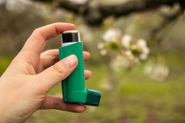 喘鳴や息切れによる喘息を予防および治療する医薬品 Premium写真