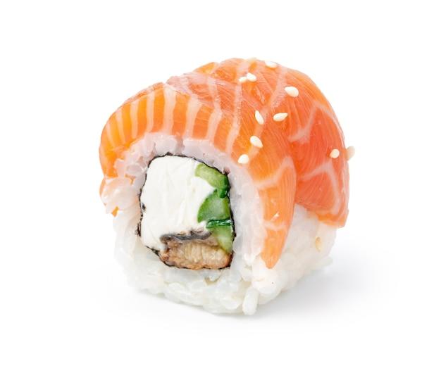 白い背景で隔離のフィラデルフィア巻き寿司 Premium写真