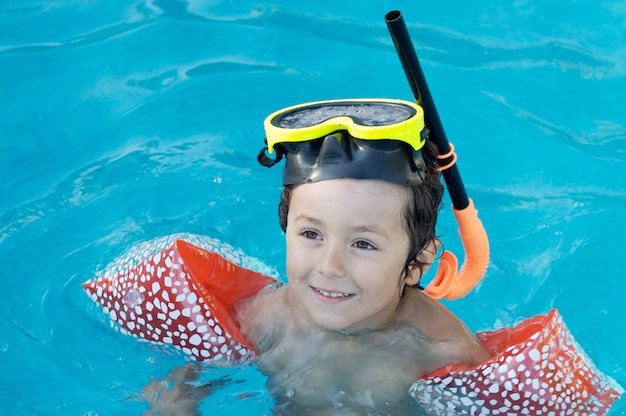 Photo of an adorable boy learning to swim Premium Photo