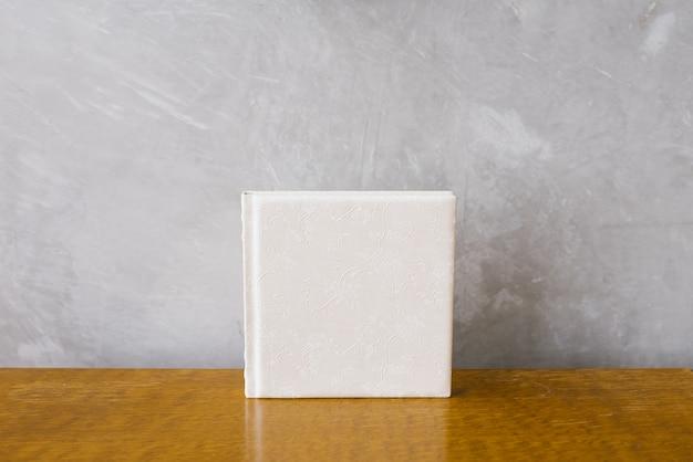 Фотокнига в белом кожаном переплете, свадебный или семейный фотоальбом Premium Фотографии