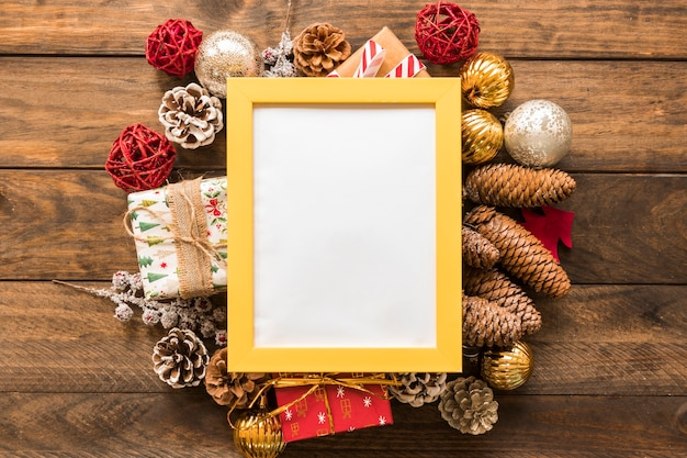 Photo frame between christmas toys Free Photo