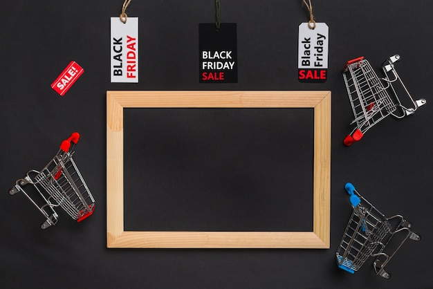 Photo frame, shopping trolleys and labels with sale titles Free Photo