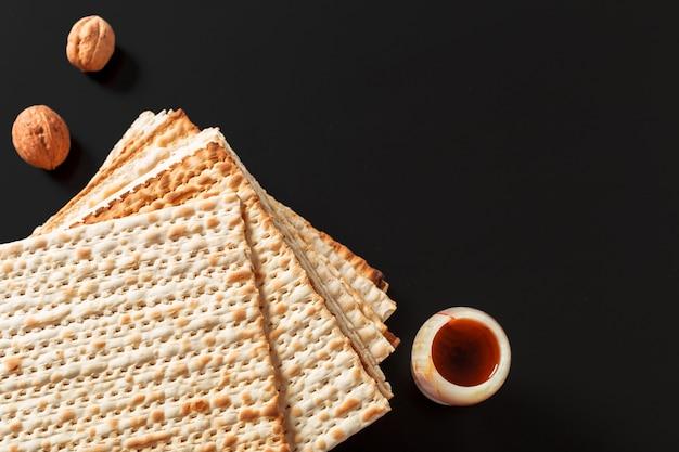 A photo of matzah or matza pieces. matzah for the jewish passover holidays. Premium Photo