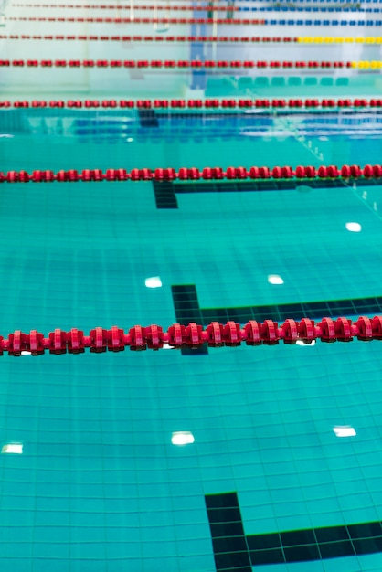 Photo of swimming pool with delimitation cordons Free Photo