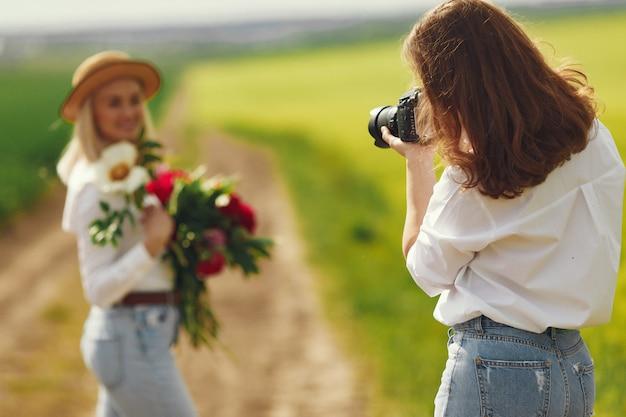 Фотограф сделает фотосессию для женщины Бесплатные Фотографии