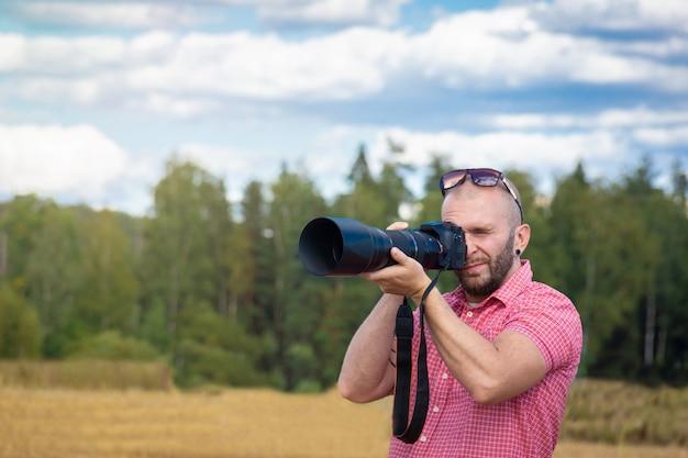 Photographer in nature Premium Photo