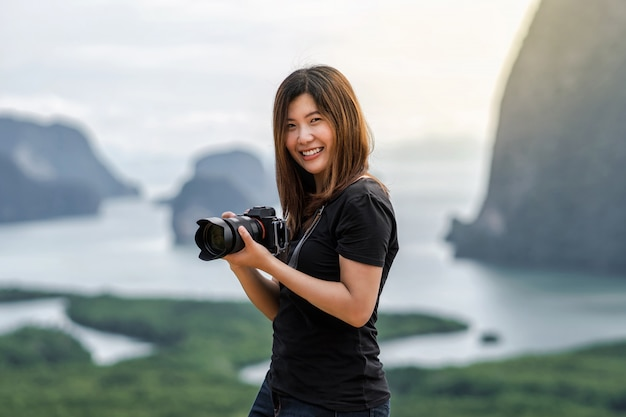 Photographer or the tourist over the fantastic landscape of samed nang chee view point Premium Photo
