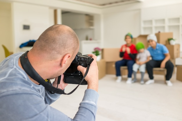 Photoshooting with kids models at studio as new home Premium Photo