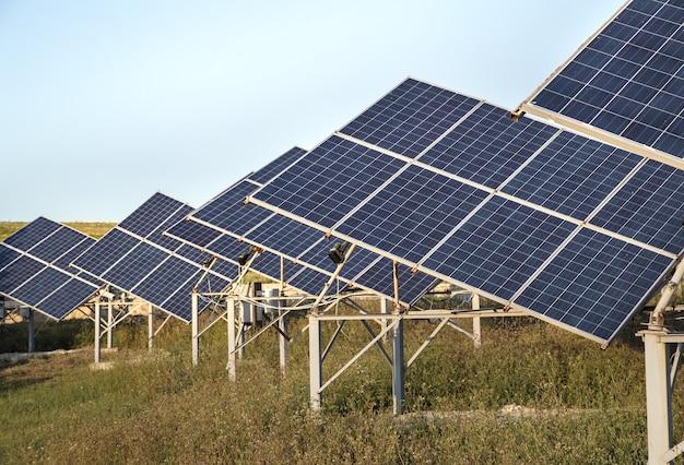 Фотовольтаика в солнечной электростанции энергия от естественной. Бесплатные Фотографии