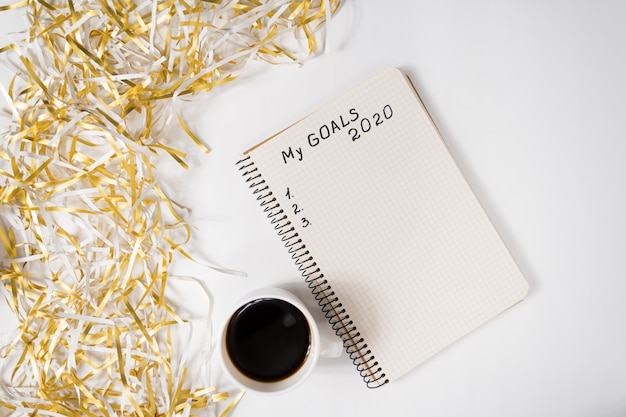 Phrase my goals in a notebook. Premium Photo