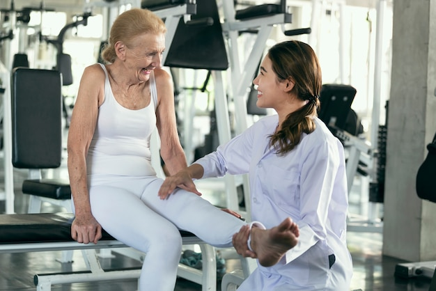 Physiotherapist helping old senior woman in physical center. elderly health lifestyle concept. Premium Photo