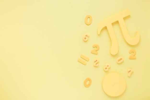 トップビューの数学と科学piシンボルモノクロ背景 無料写真