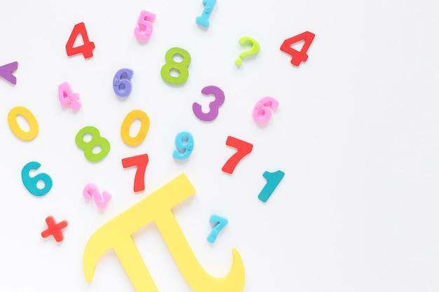 カラフルな数学番号とpiシンボル 無料写真