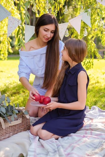 家族でピクニック 無料写真