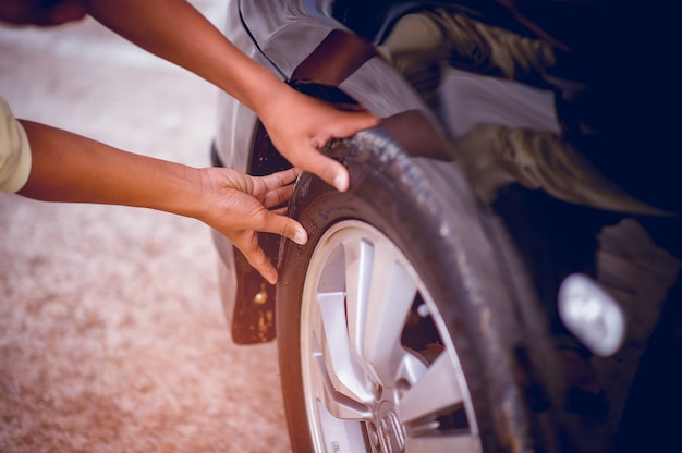 The picture shows the tire pressure for safety. safety concept Premium Photo