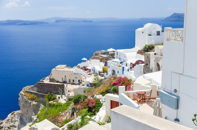 The picturesque town on the hillside on the island of santorini Premium Photo