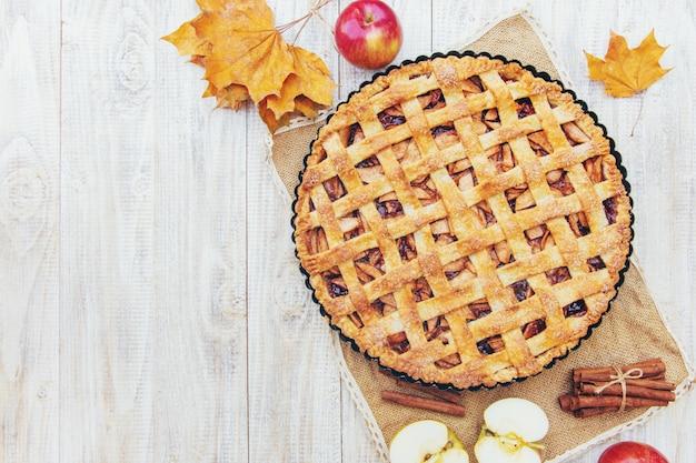 Pie with apples and cinnamon. Premium Photo
