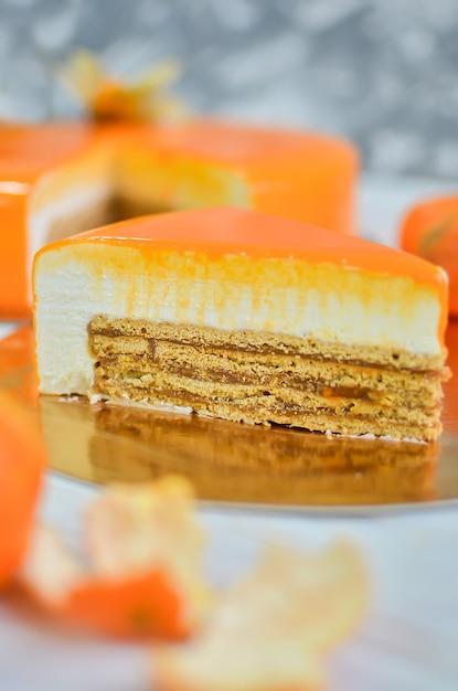 ミラー釉薬のオレンジケーキ。 Premium写真