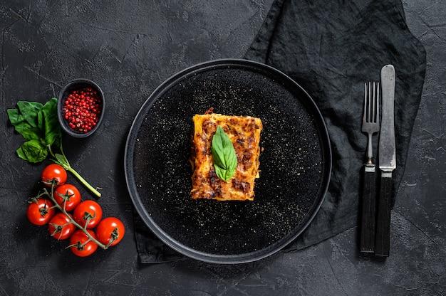 Piece of tasty hot lasagna. traditional italian food Premium Photo