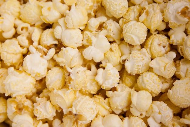 Кусочки белого попкорна, смешанные друг с другом Бесплатные Фотографии