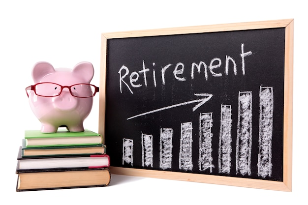 Piggy bank with retirement savings chart Premium Photo