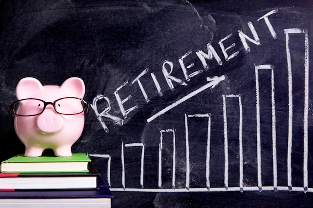 Piggy bank with retirement savings message Premium Photo