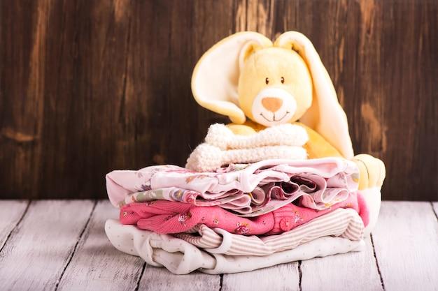 Pile of baby clothes for newborn Premium Photo