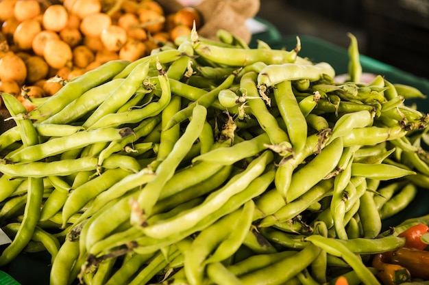 Pile of green peas vegetable at market stall Free Photo