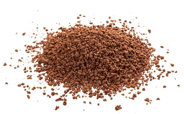 Куча какао-порошка на белом фоне Бесплатные Фотографии