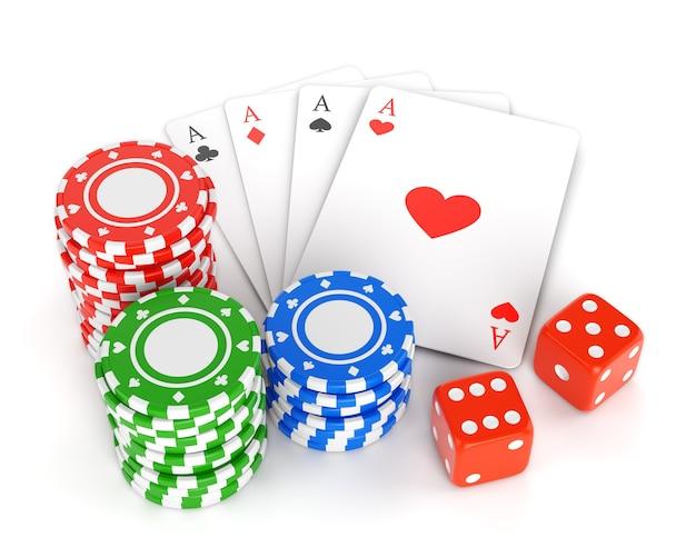 도박 칩, 카드 놀이 및 흰색 배경에 고립 된 두 오지 더미. 프리미엄 사진