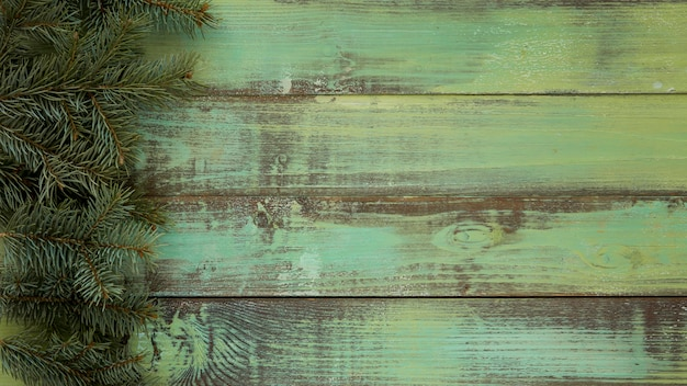 ヴィンテージの木製の背景に松葉 Premium写真