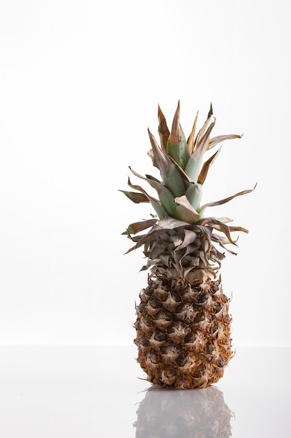 Плоды ананаса Premium Фотографии